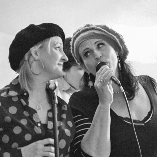 Roots Junction: Jill Marlene of the local band Wheatstone Bridge